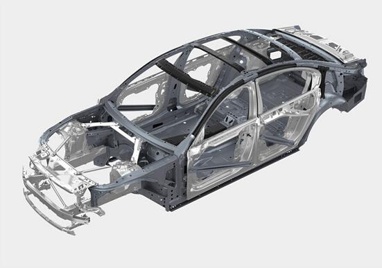 此外,BMW 7系的引擎盖与车门均采用铝材。综合效果是,尽管全新BMW 7系在前代车型的基础上增加了众多舒适与安全配置,其重量却减少了多达130公斤。这使得全新BMW 7系的重量与1994年问世的第三代BMW 7系处于同一水平。轻量化结构的广泛运用能够让车辆实现近乎完美的50:50的前后轴负载分配,同时降低重心。这些改善让全新BMW 7系的动态性能、乘坐舒适度以及效率均得到提升。   2015年全球车身基准大会在德国巴德瑙海姆举行。来自24个国家的超过550位车身构造专家参与了本届会议,并就开发和生