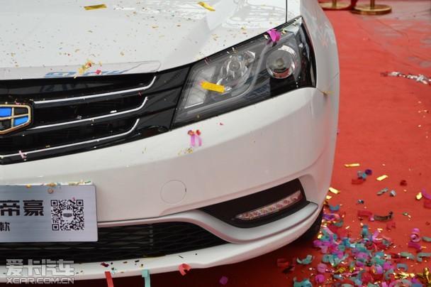 """[饱满车身线条] 上市现场,吉利汽车重庆大区领导表示:""""毫无疑问,2016款 的吉利新帝豪真正做到了细节耀显品质,能把这款杰出的自主品牌轿车介绍给重庆的忠实吉利车主和车友,我们感到万分荣幸""""。在帝豪车型销量长期持续向上的产 品阶段,新帝豪的横空出世,则是以用户群向上为研发前提所实现的品牌力与产品力的共同向上。""""帝豪""""一直是大吉利下核心产品品牌,2016款新帝豪更将引领智能时代自主品牌的不断升级向前!"""