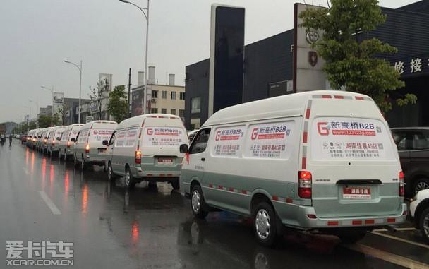 海狮城市物流配送车队伍驶上星城长沙街头,好一道靓丽的流动风景线!