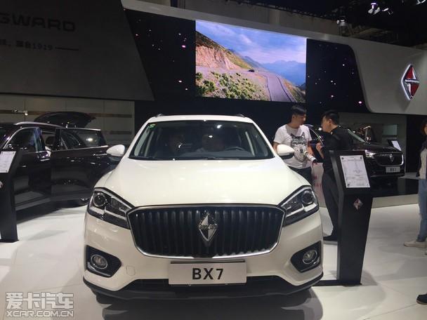 爱卡汽车:关于5年半价换购这个政策,宝沃会有其他的车系进入中国市场来满足消费者们的需求吗? 陈总:我们为了迎合中国市场的需求,先用这款SUV-BX7来打入中国市场,年底会有BX5,明年会有BX6,向上可能还会有BX8、BX9。产品有非常多的储备,并不只是一款车型,我们根据国内市场投放,其中发达城市国家还都包括新能源汽车。过后我们还会举行试驾会,品鉴会,让更多的消费者去了解宝沃,感受宝沃。宝沃汽车前期通过聚焦SUV车型,产品覆盖不同尺寸、不同级别,以满足各个层级的消费者;之后我们会慢慢渗入到轿车及新能源领
