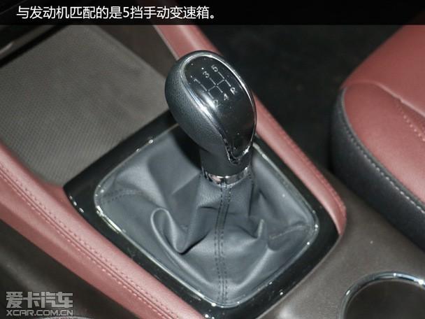 空间、动力小结:从4730*1795*1730mm的大尺寸车身就可以料想到凌轩在空间方面必将有着出色的表现,同时在乘坐舒适性上也下组了功夫,第三排座椅的舒适度表现确实值得称赞。动力方面,凌轩提供1.5T和1.6L两款发动机可选,搭配不同变速箱组合方式,完全胜任家用。 全文总结:作为长安汽车精心打造的家用MPV车型,凌轩在各方面的表现都很不错。外观设计稳重大气不失时尚感,内饰做工质感上乘,同时大空间的布局以及多项科技配置的加入也让其整体竞争力更上一层楼,可见其诚意满满。接下来我们只需静待其上市,如果售价合