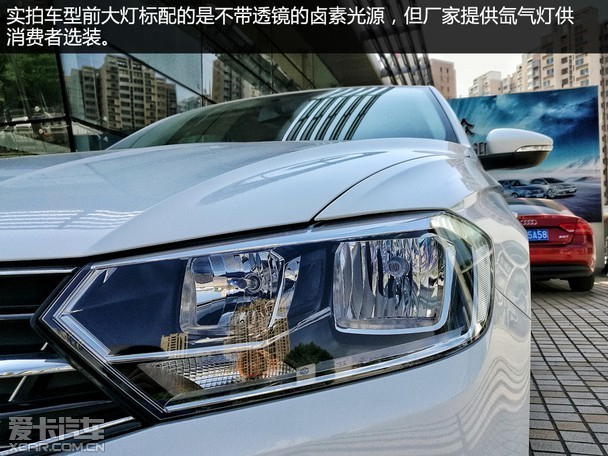 2017款车型在外观部分并没有发生改变,富有棱角的前大灯让宝来