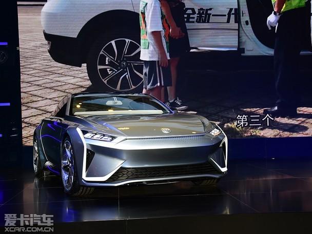 东风风神携全新一代AX7 亮相武汉车展