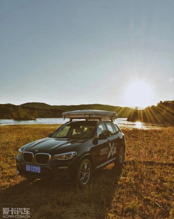 """说到纯粹的驾控体验,相信您也会跟我一样首先想到宝马,在SUV车型火热的当下,中型SUV正逐渐成为各大豪华品牌的热销车型,因为它们有高档大气、有实力,正如此前上市的全新BMW X3,国产后的X3并没有像同级别车型一样进行二次""""加长"""",而是将它原汁原味地国产化,带来更高性价比的同时,也保障其引以为豪的操控感。所以由昆明宝瀚汽车组织的全新BMW X3试驾就此展开。"""
