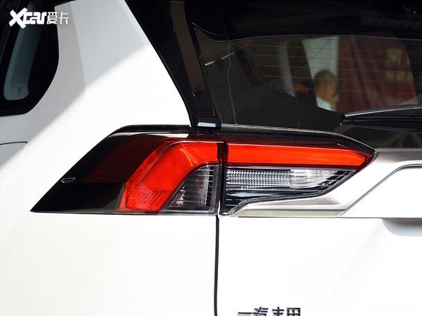 RAV4荣放双擎新车到店