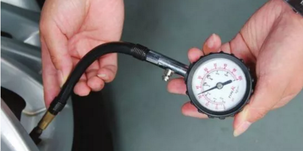 夏天汽车胎压多少合适?调高好还是调低好?