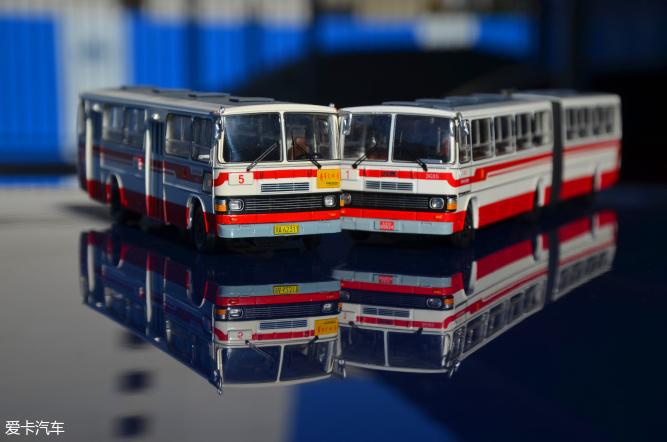 作为小比例模型,内部结构也只能透过玻璃观赏了,好在从小经常坐,对车