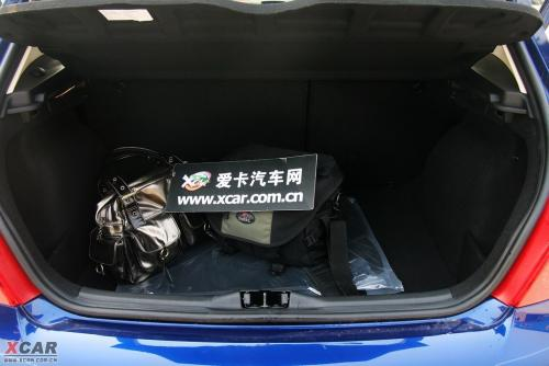东风标致两厢307后备箱图片高清图片