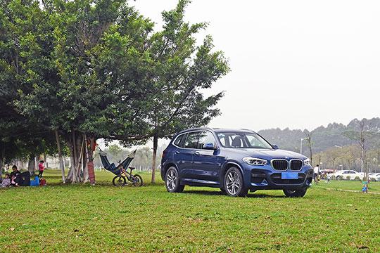 草地/帐篷/吊床和野餐 和宝马X3寻找春天印记