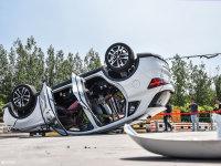 现场翻车 荣威RX3一体式座椅安全测试