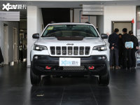 Jeep自由光新增车型上市 售19.68万元
