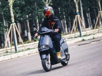 续航性能一起抓 试驾蓝鲨R1电动摩托车