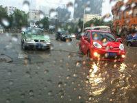 一不小心就被淹 雨季用车你该知道这些