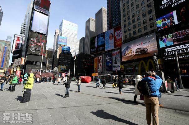 华颂汽车 与央视春晚同登纽约时代广场