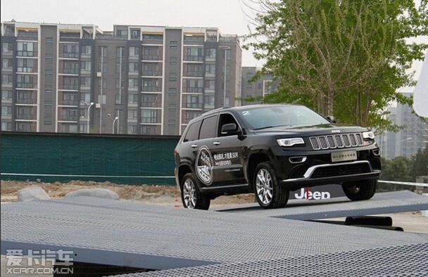 Jeep大切诺基 Jeep自由光邀您试驾!
