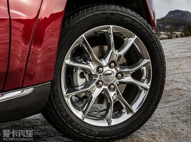 豪华SUV挑战赛!Jeep大切诺基对比宝马X5/奔驰ML