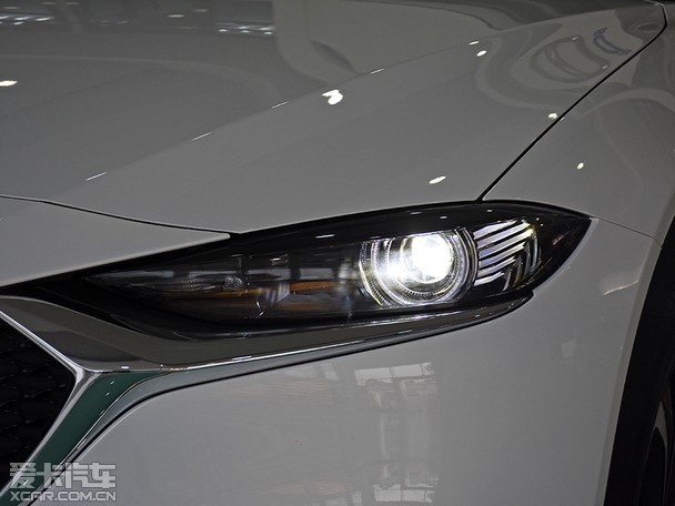 一汽马自达新款CX-4将于11月8日正式上市,新车作为中期改款车型,在外观方面有了新的设计,并且提升了配置。近日,编辑所在的广州市已经有新车到店,下面我们一起来了解这款新车的变化吧。