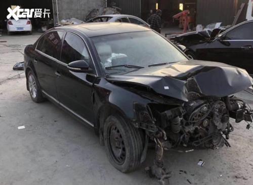上汽大众帕萨特碰撞损坏严重